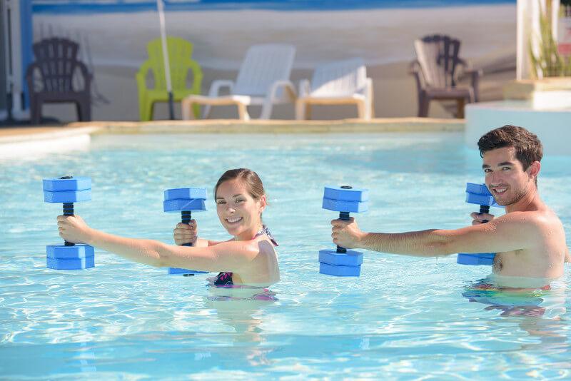 Unterwassergymnastik mit Trampolin